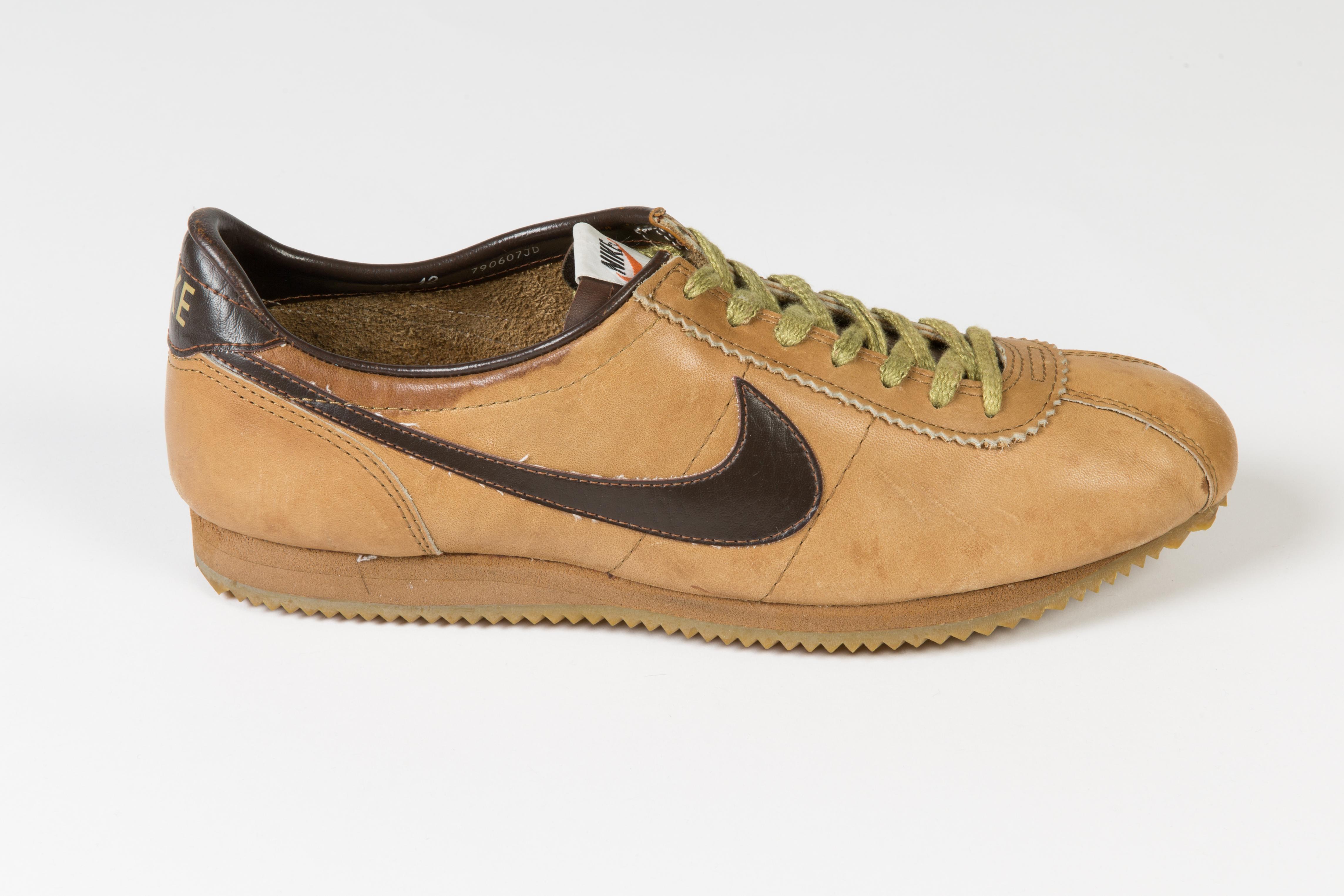 b1a822ff0d4a8 Vintage 1979 Nike Le Village